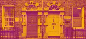 Imagem de portas vintage representando o aluguel de imóveis