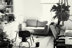 Sala de apertamento mobiliada, sem gente